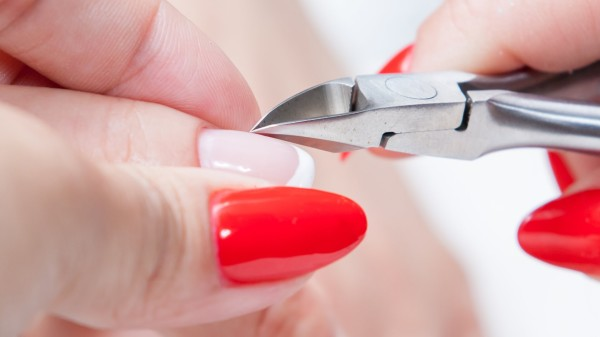 How To Use Cuticle Nippers