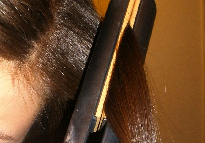 How to Crimp Hair with a Flat Iron