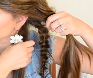 Messy Side Braid Method 1 Step 5
