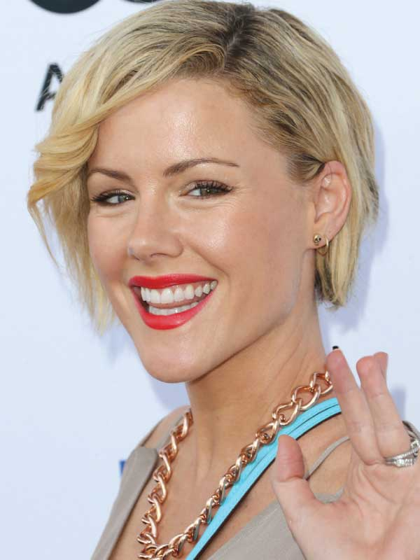 Kathleen Robertson with a Short Side Part Hairstyle