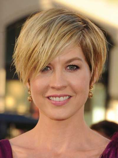 Jenna Elfman with a Short Crop